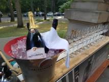 Champagnerempfang vor dem Standesamt